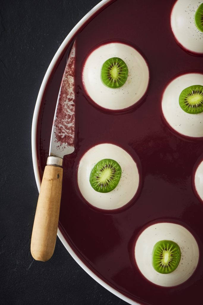 Halloween panna cotta with Nergi® kiwi berries