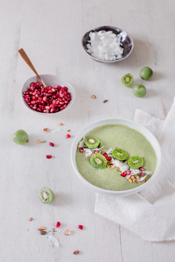 Nergi® kiwi berries - green smoothie bowl -