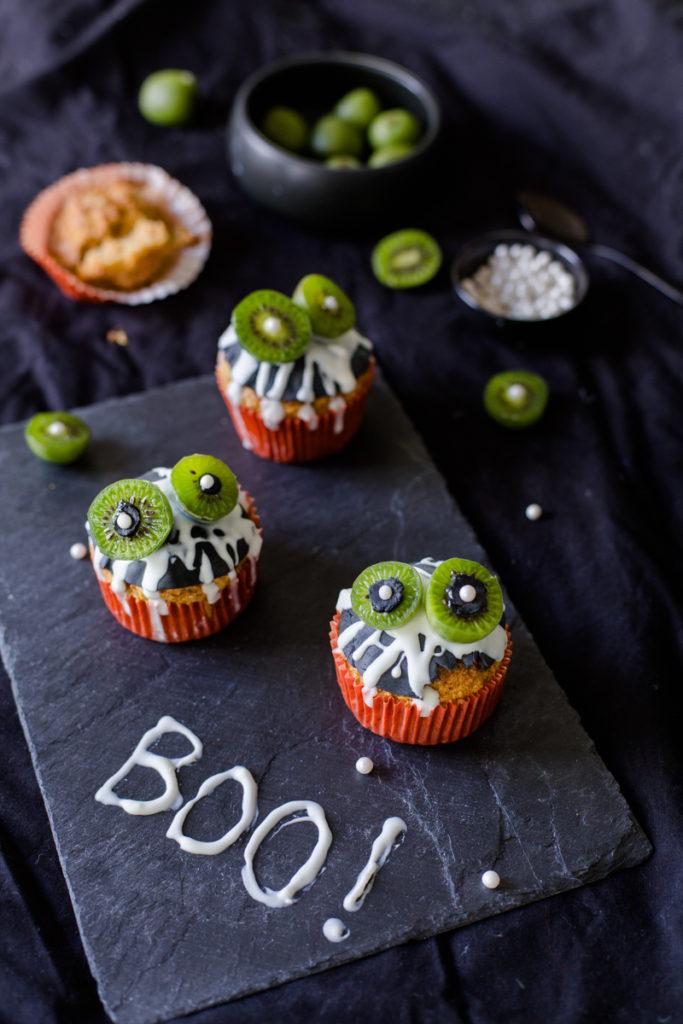 Mini Halloween Nergi® kiwi berries carrot cake