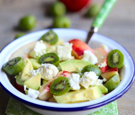 Salade de NERGI®, avocat, nectarine et feta