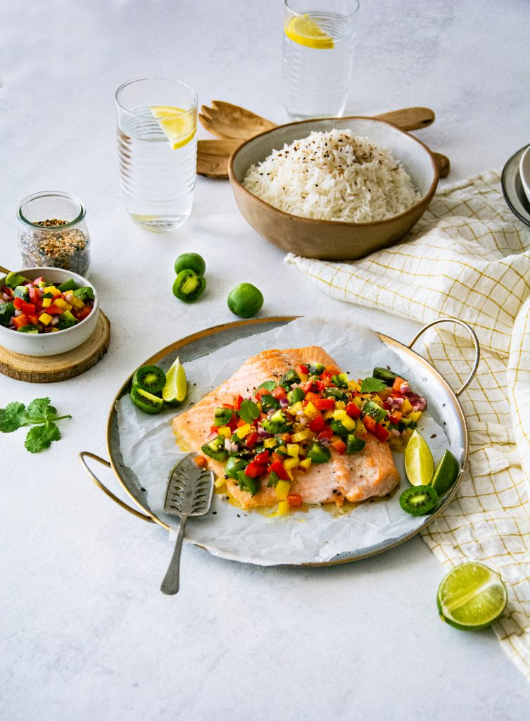 Saumon rôti, sauce aux poivrons et Mini Kiwis Nergi®